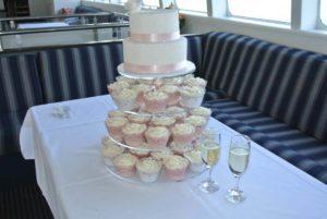 harbourside-cruises-wedding-cake