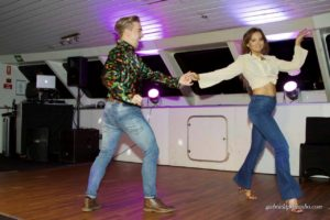 habour-cruise-dico-fever-dancers