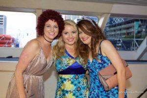 harbour-cruise-girls