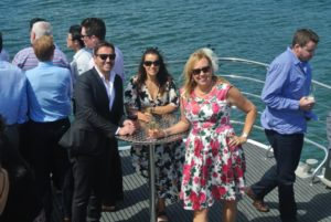 melbourne-cup-cruise-drinks-at-the-bar-tables