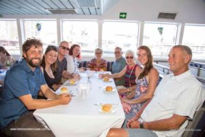 harbourside-cruises-guests-table