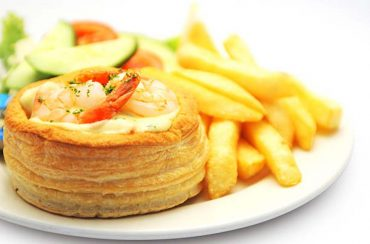 seafood volauvent with chipsRelated images: